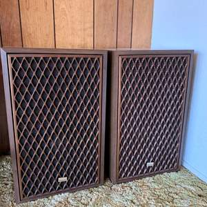 "Lot #18 - Vintage Sansui Speakers SP-X7000 Speaker System 15"" x 11"" x 25"""