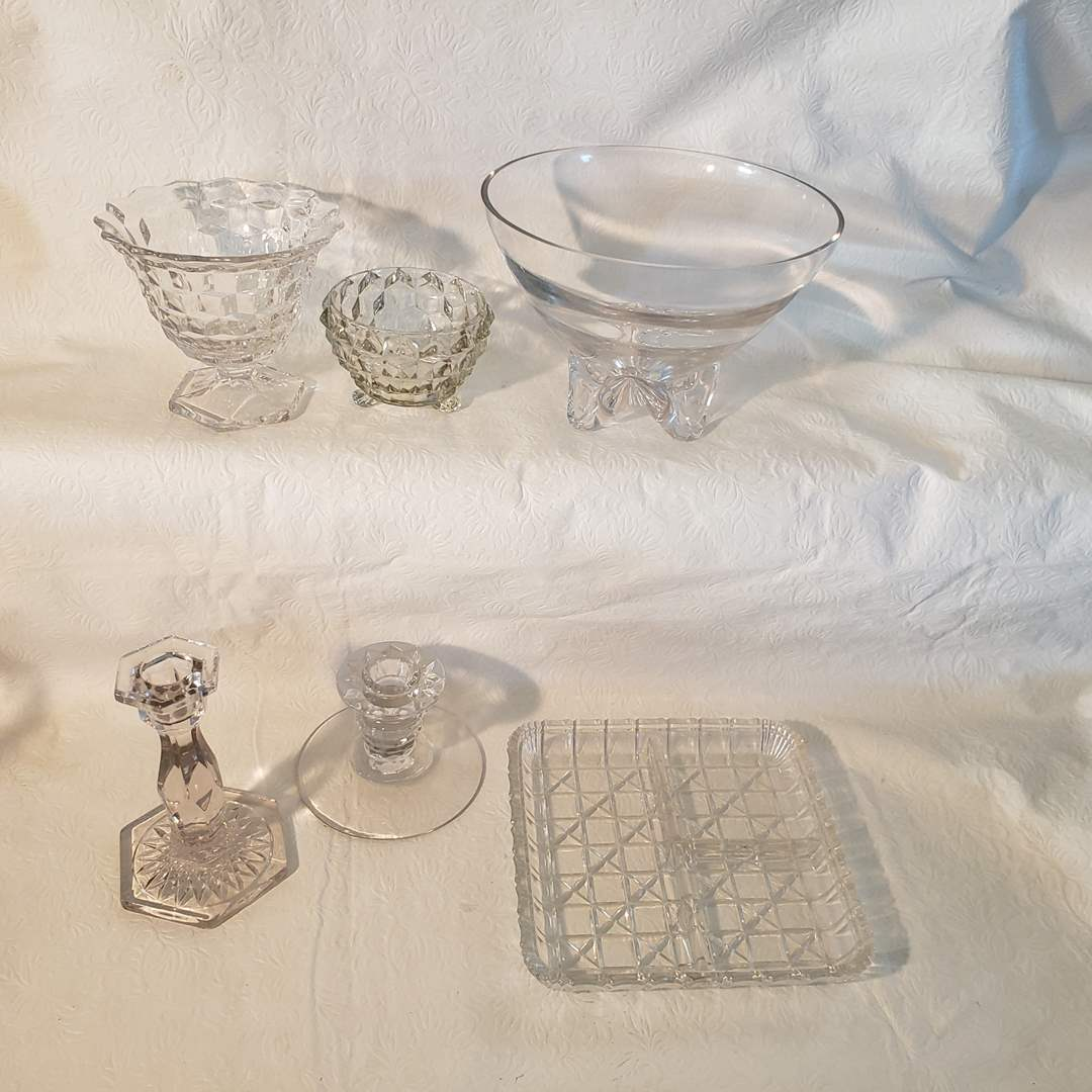 Lot#32 - Fun clear glass service and decor pieces (main image)