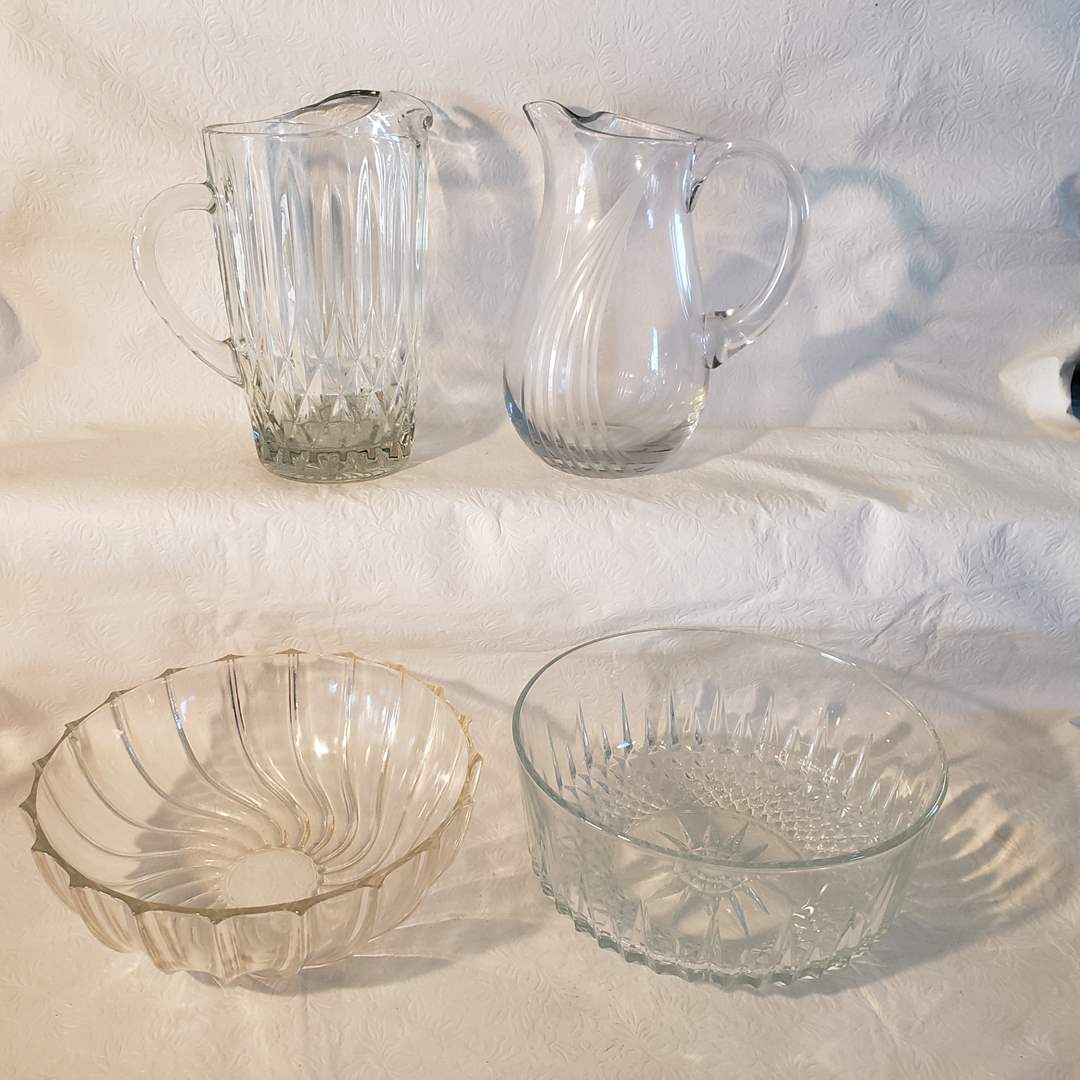 Lot#33 - Crystal and Glass Service Pieces * Pitchers * Bowls (main image)