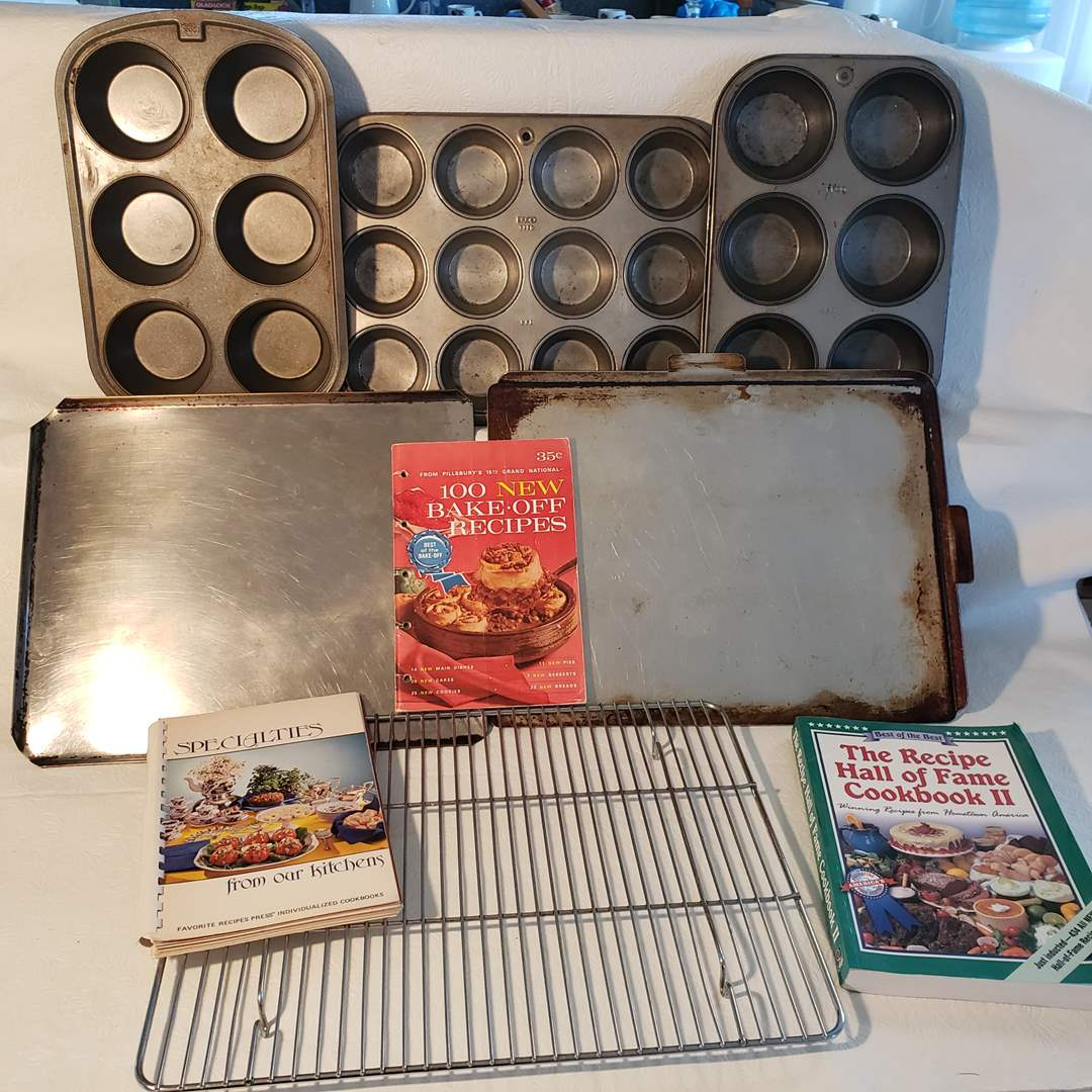 Lot#42 - Metal Baking Lot with 3 Cook Books * Muffin * 2 Flat * Cooling Rack * Ekco (main image)