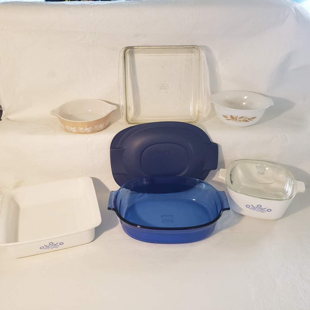 Lot#77 - Pyrex and Vintage Corning Ware Cooking Lot * 2 Qt. * 1 3/4 Qt. (main image)