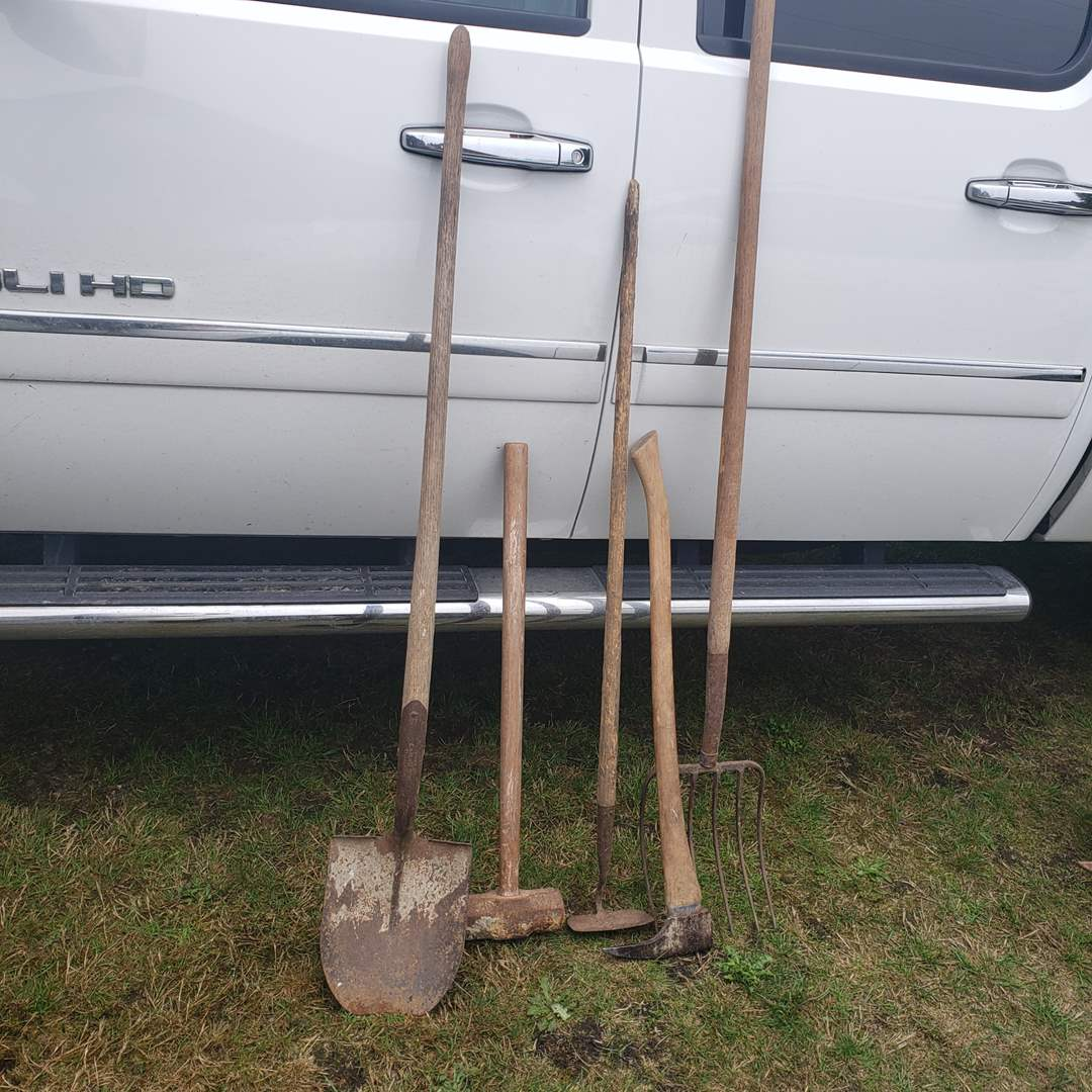 Lot#152 - Yard Maintenance Lot * Shovel * Sledge Hammer * Pitch Fork * Hoe (main image)
