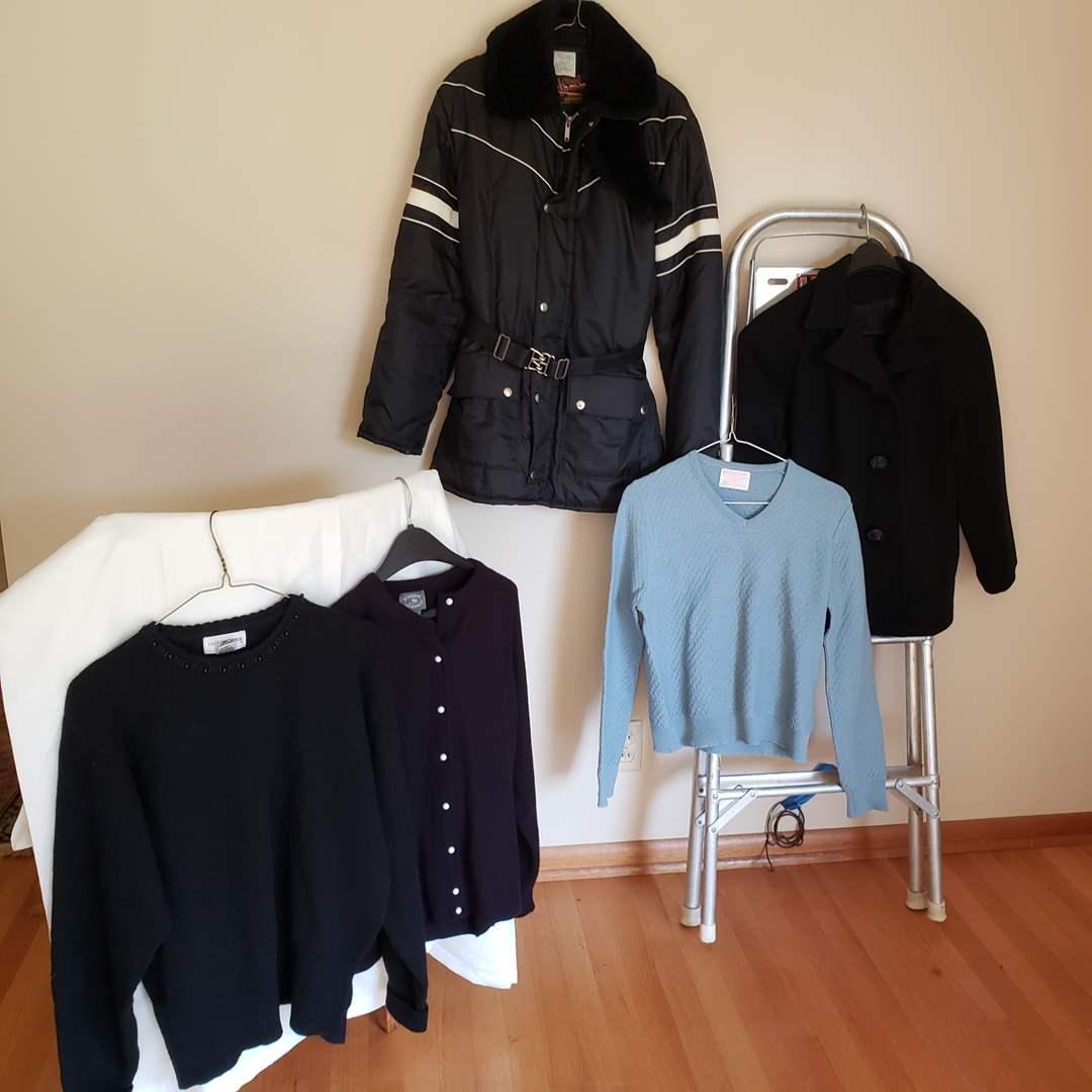 Lot # 81 - Vintage Women's Clothing * Pendleton * Ski Jacket (main image)