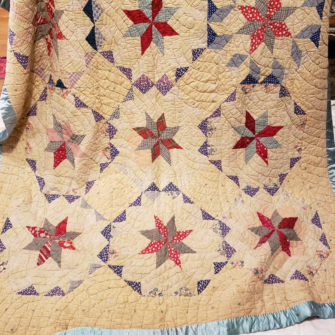 Lot # 116 - Gorgeous handmade Quilt with Vibrant Colors * Warm! (main image)