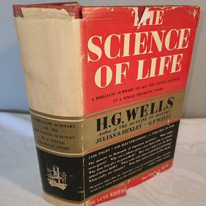 Lot # 134 - 1939 Deluxe Edition Science of Life Book by Wells