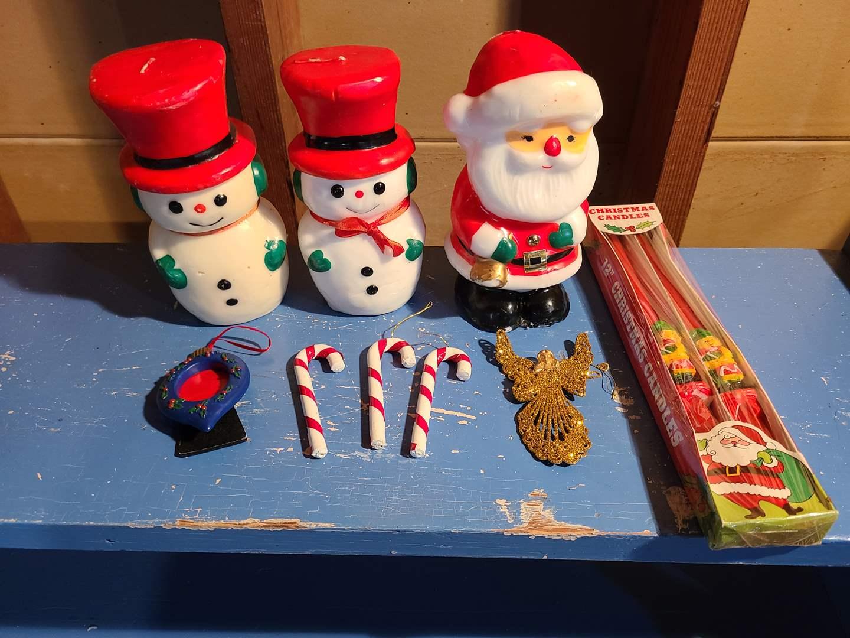 Lot # 152 - Vintage Christmas  * 2 Snowmen & 1 Santa Candles (main image)