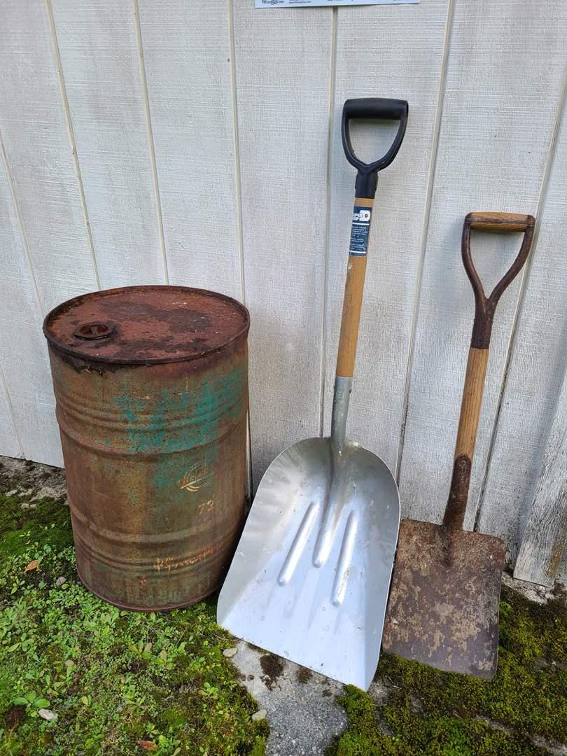 Lot # 20 - Hardened Aluminum Alloy Super Grip Shovel * Vintage Shovel * Metal Barrel (main image)