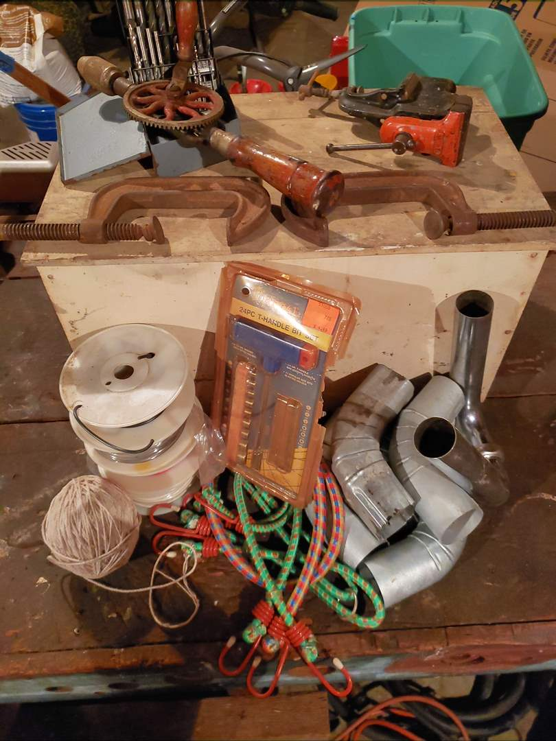 Lot # 7 - Tools in Wooden Storage Box * Small Bench Vise * C Clamps * Bungees *  (main image)