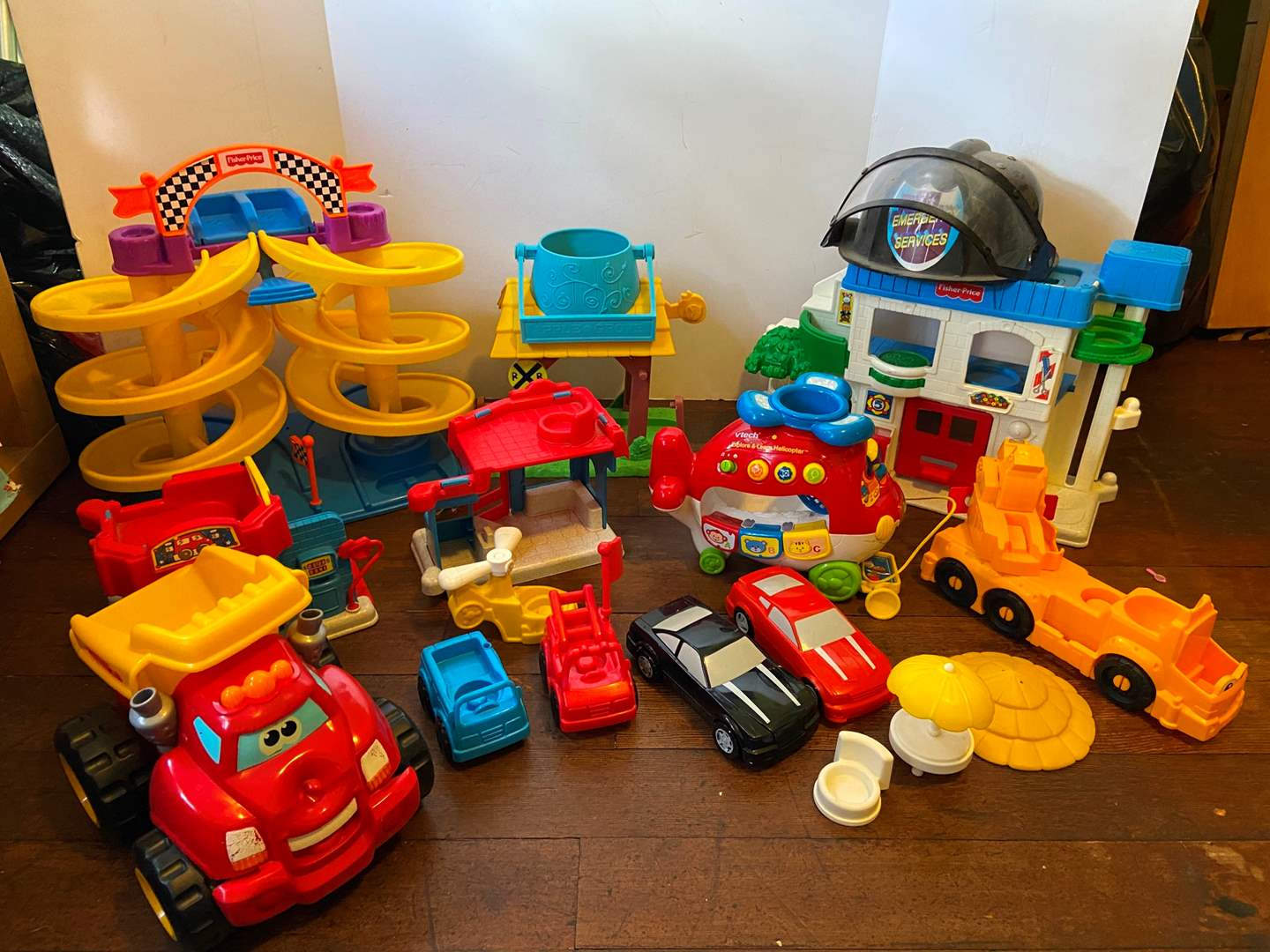 Lot 317 Nice Selection Of Mostly Fisher Price Toys Car Wash Race Track Apple Grove Tonka Truck Vtech Helicopter More Puget Sound Estate Auctions