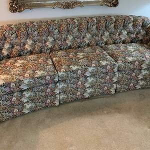 """Auction Thumbnail for: Lot #68 - Vintage Lang Brothers Tufted Back Floral Couch 96"""" x 36"""" x 28"""""""