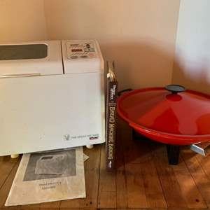 Lot #83 - WELBILT Bread Maker with Book and Wok