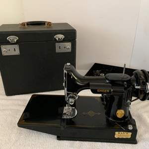 Lot #33 - 1930s/1940s Singer Featherweight Portable Sewing Machine with Case. Catalogue No. 3-110