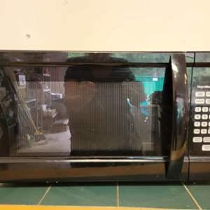 Lot #17 - Hamilton Beach 1000 Watt Microwave Model P100N30ALS3B