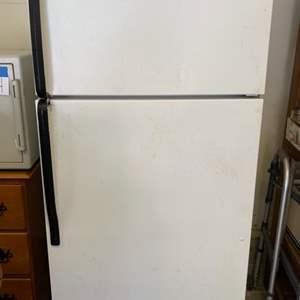 Lot #26 - Whirlpool Refrigerator Model W8TXEWFXQ00, Needs Cleaning