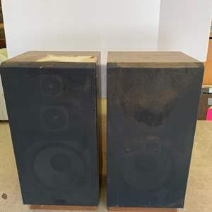 Lot #50 - Two Fisher Digital Compatable Hi-Fi Speakers Model DS-827