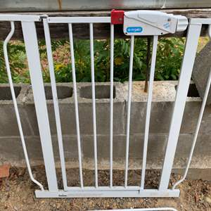 Lot #88 - Regalo Baby Gate