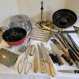 Lot #101 - Kitchen Lot: Paper Towel Holder, Huge Spatula, Knives, Tongs, Cake Pan & Server, Marble Cheese Cutter