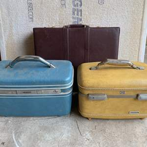 Lot #291 - Vintage Cosmetic Suitcases: Samsonite and American Tourister, and Briefcase