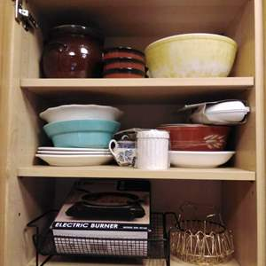 Lot #63 - Kitchen Hot Plate, PYREX, Creme Brulee dishes, misc. Lot