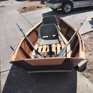 Lot# 152-D:  Hand Crafted Don Hill Drift Boat & Oars
