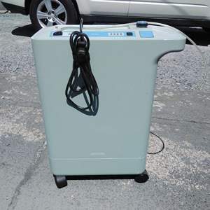 Lot 165-D:  Respironics Oxygen Concentrator Humidifier