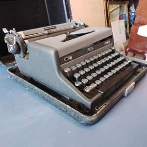 Lot 206-D:  Antique Royal Quiet Deluxe Typewriter in Case