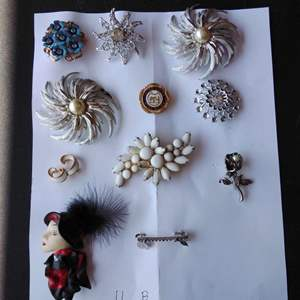 Lot 233-D:  Great Lot of Vintage Brooches Pins