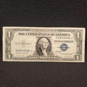 Lot 56 - 1935 G One Dollar United States Silver Certificate Currency Note, Blue Seal
