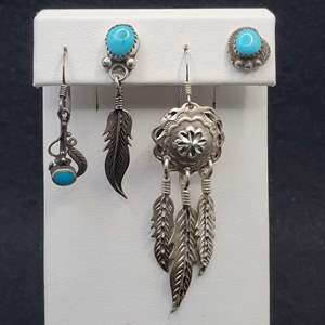 Lot 74 - Vintage Turquoise and Native American Eagle Feather Themed Single Earrings