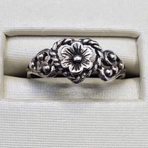 Lot 76 - Size 6.5, stamped 925 Floral Design Sterling Silver Ring
