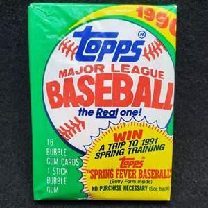 Lot 98 - TOPPS 1990 unopened pack of Baseball Cards. ? Frank Thomas Rookie Card? George Bush Yale Card? Ken Griffey Jr ? Mark Mc
