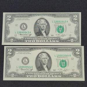 Lot 28 - Two Uncirculated Consecutive numbered 1976 Two Dollar Federal Reserve Notes, Green Seal