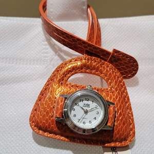 """Lot 86 - Leather Purse """"Hang Time"""" Vintage Quartz Watch, new, never sold, Jolie Montre"""