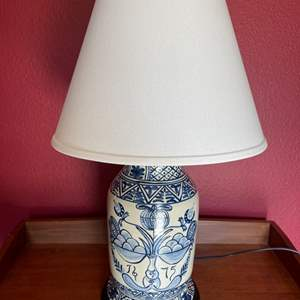 Lot # 42 - Very Nice Lt. Moses Willard 1971 Lamp by Cathy Gatch * Blue & White Design