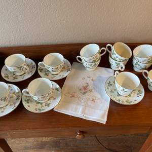 Lot # 76 - Wedgwood Bone China England Tea Cups & Saucers * Very Pretty Pattern
