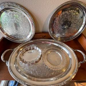 Lot # 81 - Silverplate Serving Pieces