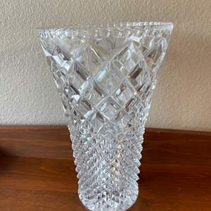 Lot # 88 - Gorgeous Vase * Looks Amazing in a window!