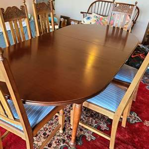 Lot # 154 - Gorgeous Seely Solid Wood Dining Table with 6 chairs and 4 leaves!! * Furniture