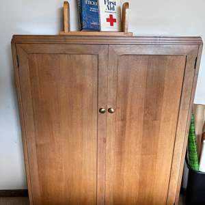 Lot # 195 - Really nice Quality Hinged Door Cabinet / Bookcase * Furniture