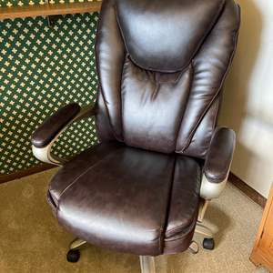 Lot # 197 - Very Comfortable Serta Leather Office Chair