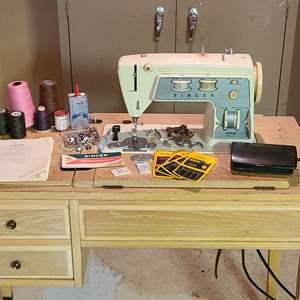 Lot # 200 - Singer Graduate 714 Sewing Machine