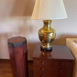 Lot# 357 - End Table * Pedestal * Solid Wood * Brass Lamp