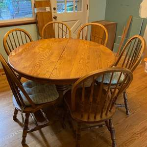 Lot #2 - Vintage Oak Pedestal Round Top Dining Table, 6 Chairs and 2 Leaves