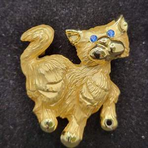 Lot 79 - Vintage Kitty Brooch with Blue Stone Eyes, @ 35 X 30mm.