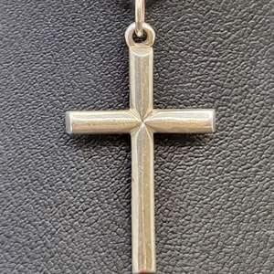 Lot 92 - Vintage Sterling Silver Cross, 33 x 17mm