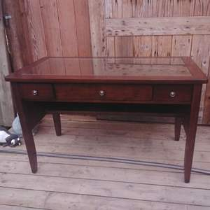 Lot #MW5 - 3 Drawer Computer Console Desk Table