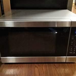 Lot #LH25 - CLEAN 2019 Sharp Carousel Sensor Cook 1100 Watt Microwave Oven