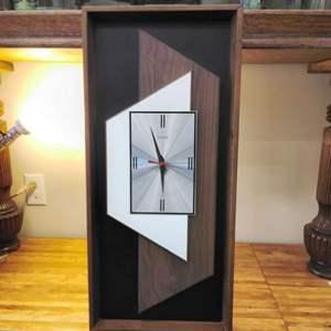 Lot #EL69 - MCM Verichron Wall Clock Geometic Design