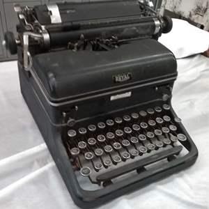 Lot #EL81 - Antique Royal Typewriter