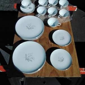 Lot #D158 - Kayson's Fine China Dinnerware